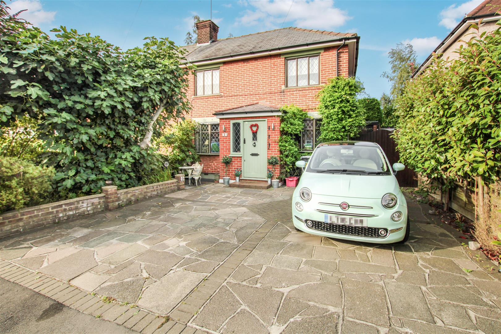 Costead Manor Road, Brentwood